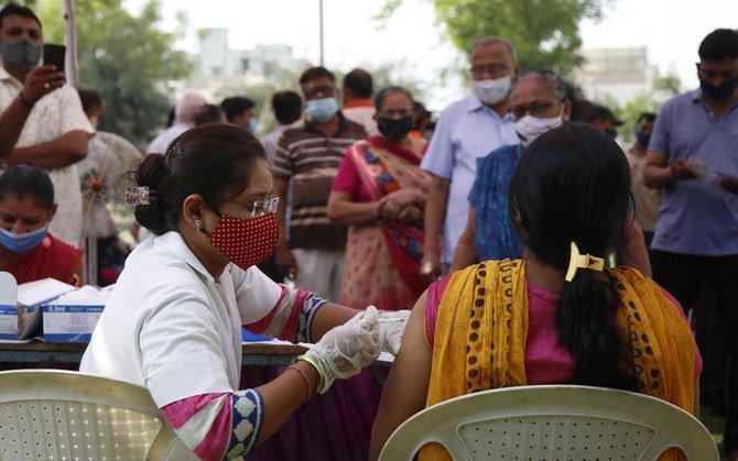 Para ahli membunyikan alarm setelah India muncul sebagai 'episentrum global' untuk COVID-19