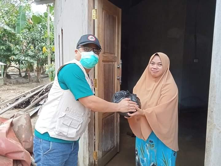 IDI Polman Bantu Korban Banjir Bandang di Beberapa Titik di Kabupaten Polman